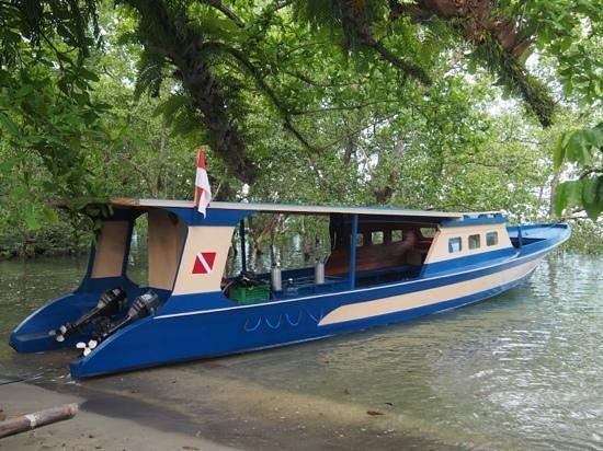 Bunaken SeaGarden Resort: Boat between mangrove @ Bunaken Sea Garden