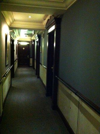 Hotel Pont Royal : Коридор