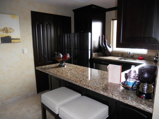 Villa del Palmar Cancun Beach Resort & Spa: 1 bedroom suite - kitchen