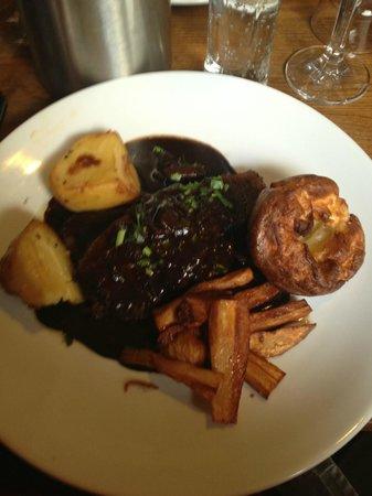 The Golden Fleece: beef roast dinner, delicious.