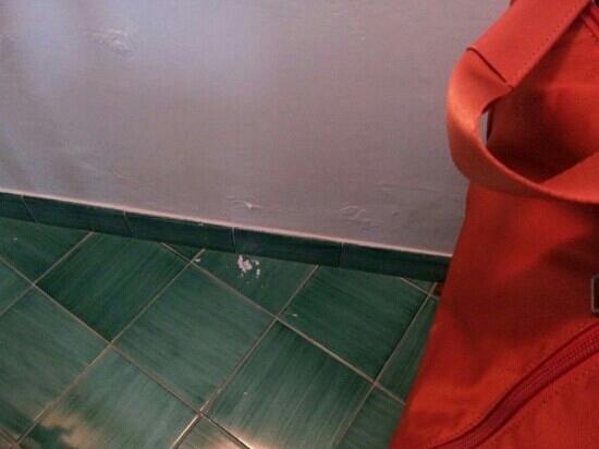 Resort Le Axidie: muri con umido .....