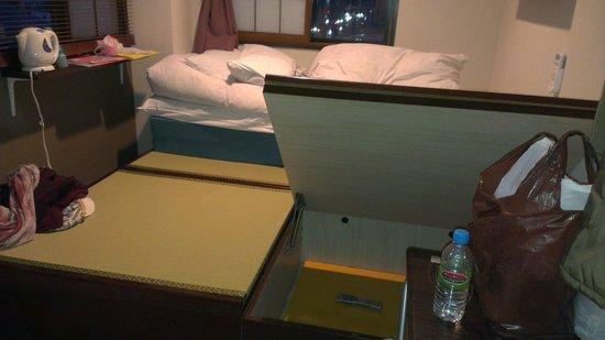 Capsule Ryokan Kyoto: Big space under the bed