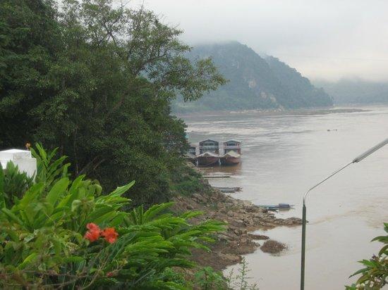 The Grand Luang Prabang Hotel & Resort: Mekong mit Schiff