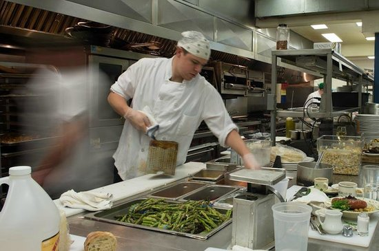 Sherwood Inn: Working in the kitchen