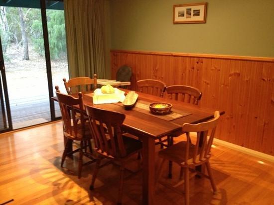 Ellensbrook Cottages: Ellen's cottage - Dinning room.