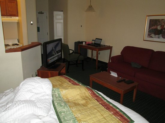 TownePlace Suites Cincinnati Blue Ash: A View of the Queen Size Room