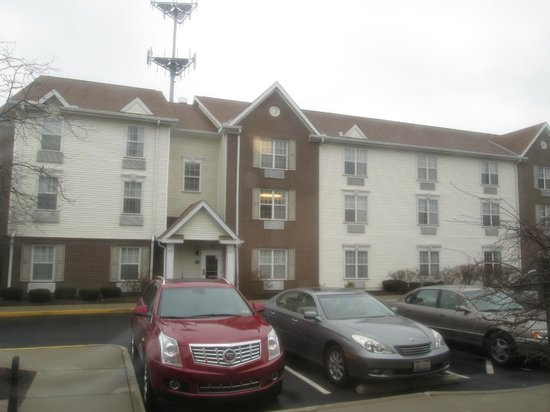 TownePlace Suites Cincinnati Blue Ash: A View of the Hotel Building