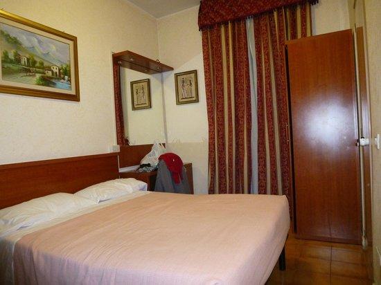 Hotel Stromboli: Habitación