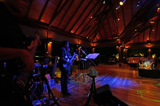Kurumba Maldives: Live bands at the Kandu Bar