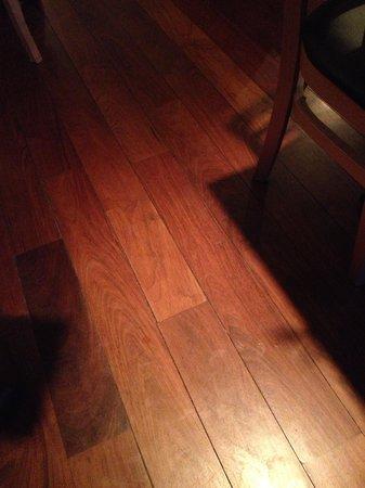 Tao Yuan: excellent wood floor, usually a weak spot