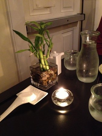 Tao Yuan: sparse and elegant table setting