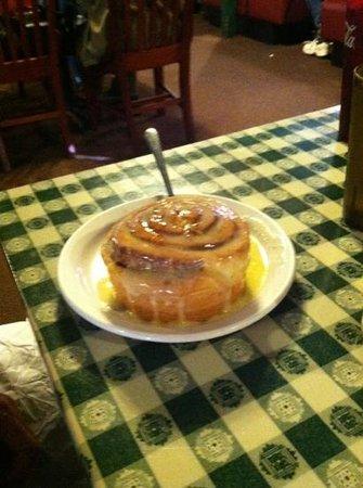 Susannah's Homestyle Cookin: cinnamon roll