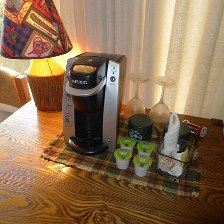 Adirondack Motel: Enjoy Green Mountain coffee in your room