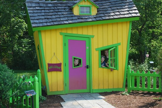Bookworm Gardens: Playhouse