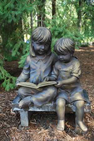 Bookworm Gardens: Cute Statue