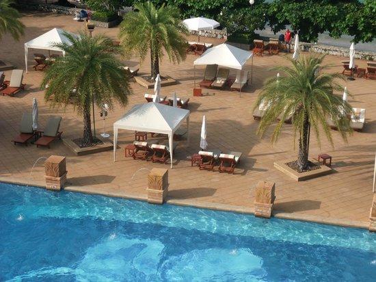 Dusit Thani Pattaya : Chaba pool  area