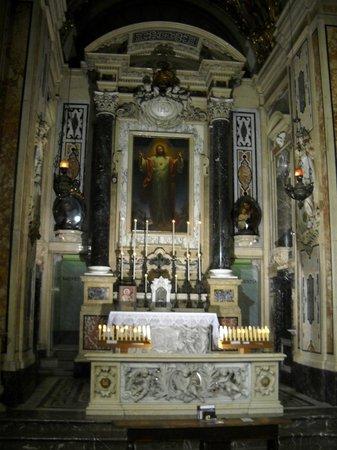 Chiesa del Gesu e dei Santi Ambrogio e Andrea : Un altare