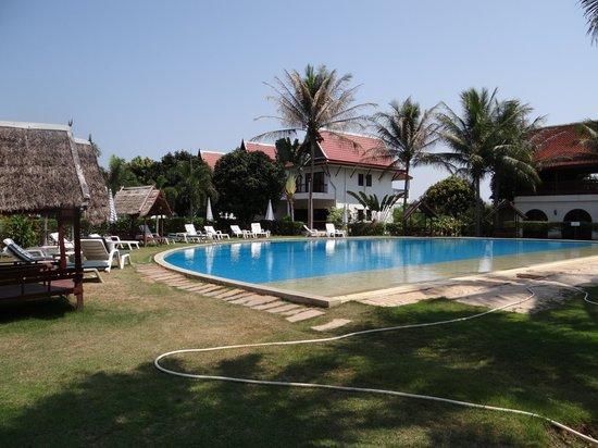 Mango Spa & Resort: Pool vid restaurangen