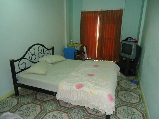 Sansabai House: room