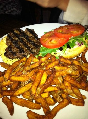 The Merchant Tap House: Home made Burger
