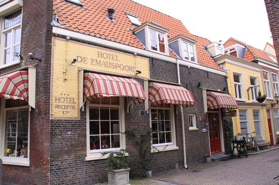 Hotel de Emauspoort: Charming old Delft