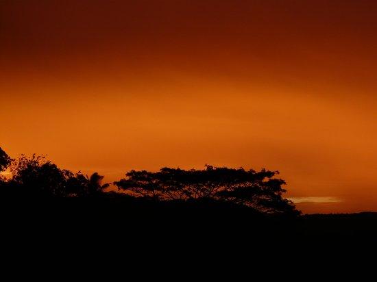 Amaara Sky Hotel Kandy: Sonnenuntergang vom Balkon aus