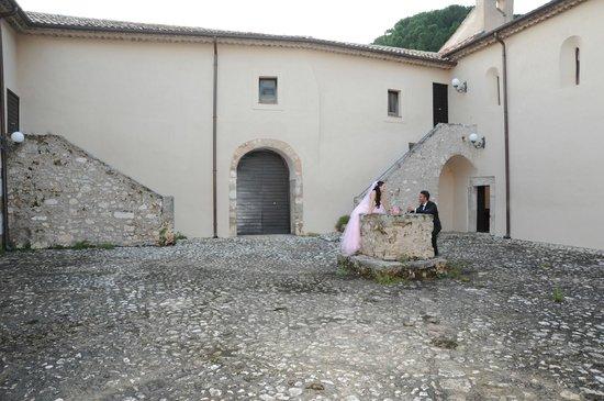 Villa Euchelia Resort: Monacato di Villa Euchelia , chiostro con pozzo