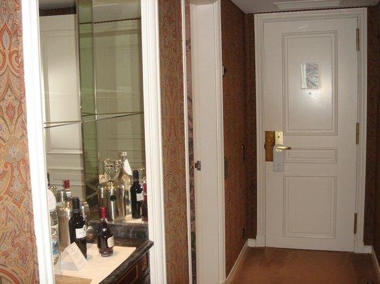 Four Seasons Hotel Ritz Lisbon: Entrée Deluxe Room
