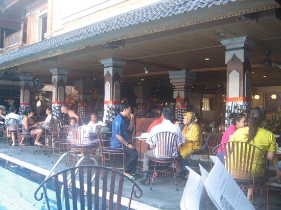 Wina Holiday Villa Hotel: Breakfast dining
