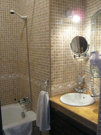 Amani Hôtel Appart: Dettaglio del bagno