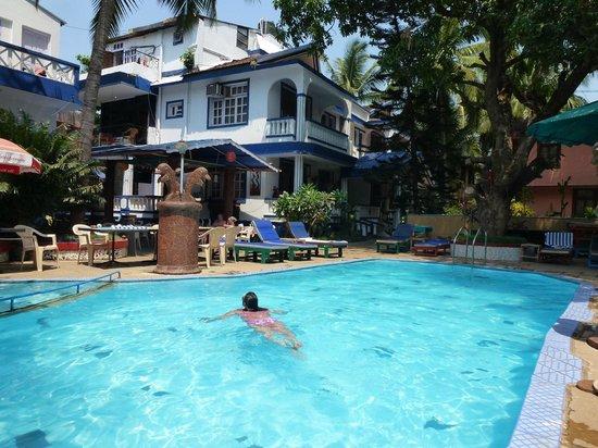 Lui Beach Resort: pool area