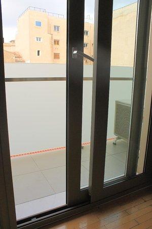 Plaka Hotel: Standard Room - Balcony Entrance
