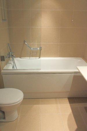 Plaka Hotel: Standard Room - Bathroom