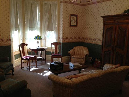 Hennessey House Bed and Breakfast: Common area and meeting point for wine and cheese
