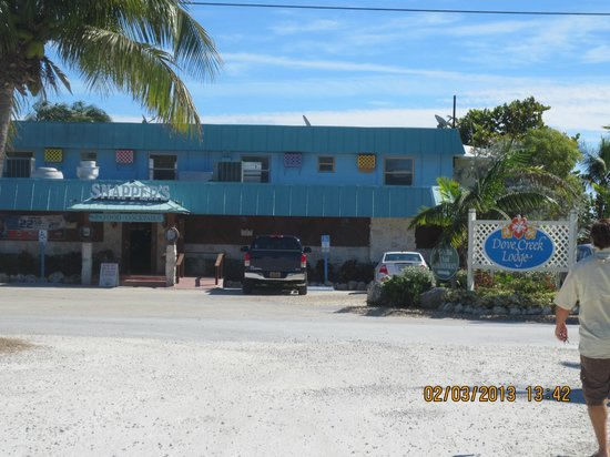 Rainbow Bend Fishing Resort: Restaurant right up road!!