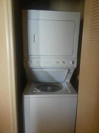 Lake Eve Resort: in room washer