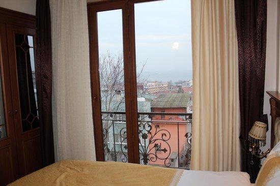 Blue Istanbul Hotel: oda manzarasi