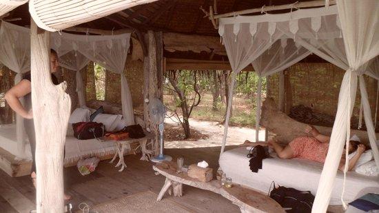 Pulau Macan Tiger Islands Village & Eco Resort: Island hut interior