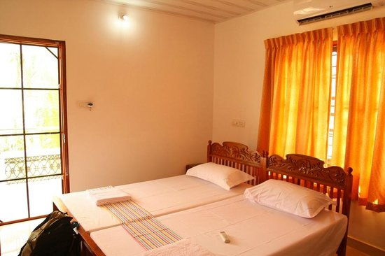 Beena Homestay: room with balcony