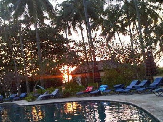 Holiday Resort Lombok: the pool on sunset