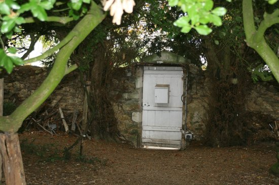 La Rucheliere: The entrance gate through the wall