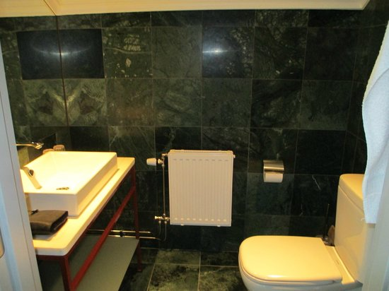 Elite Grand Hotel Gävle: The other bathroom, yes there were two