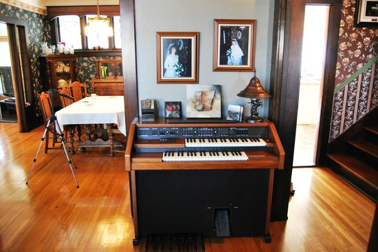 Queens Landing Guest House B&B : Living Room