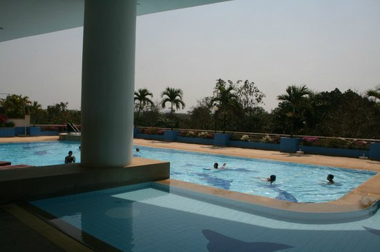 Loei Palace Hotel: La piscine