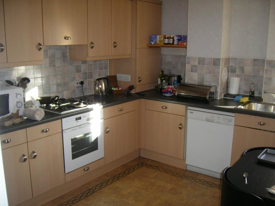 The Knight Residence Edinburgh by Mansley Serviced Apartments: Kitchen