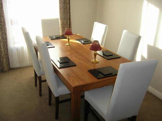 ‪‪The Knight Residence Edinburgh by Mansley Serviced Apartments‬: Separate Dining‬