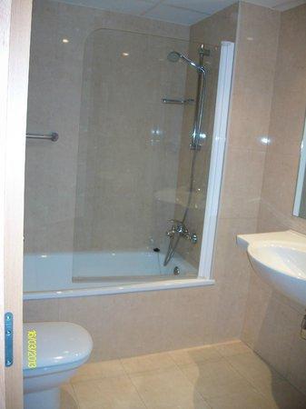Hotel Palacios : Baño con gel de amenities