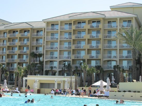 Omni Amelia Island Plantation Resort: View of Hotel from pool area