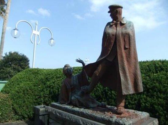 Omiyanomatsu / Statue of Kanichi and Omiya: お宮の松04
