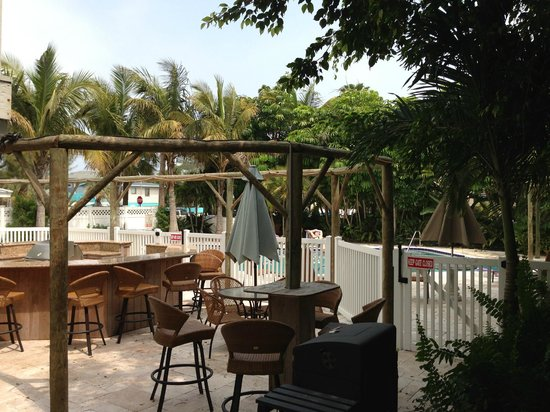 Anna Maria Island Beach Resort : missing thatch roof over pool bar